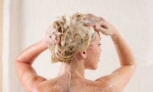 Woman shampoo